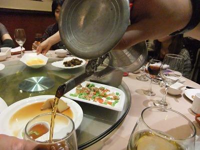 激旅!上海2泊3日2010 (10)~「魚翅撈飯」と「王宝和」_e0173645_10371021.jpg