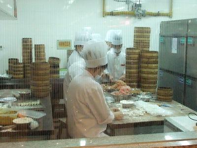 激旅!上海2泊3日2010 (11)~「南翔饅頭店」と静安寺_e0173645_1484078.jpg