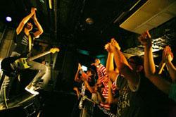 BUGY CRAXONE〈2008/07/09掲載〉_e0197970_23472425.jpg