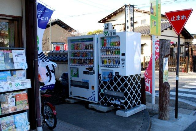 松代観光案内所まえの自動販売機_a0003909_13272314.jpg
