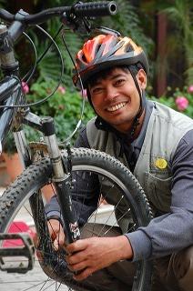 ネパールのマウンテンバイクガイド・歩夢_c0047856_1030346.jpg