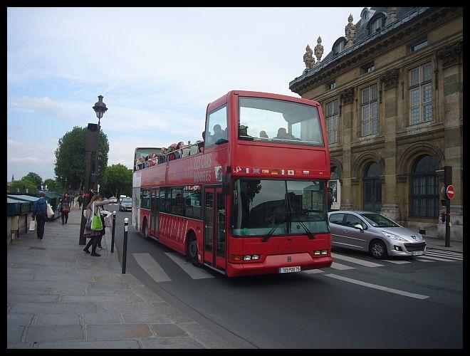 【観光バス】街角の観光バス(PARIS)_a0008105_202990.jpg