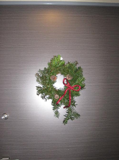 もみの枝で クリスマスリース作り_f0236260_1847427.jpg