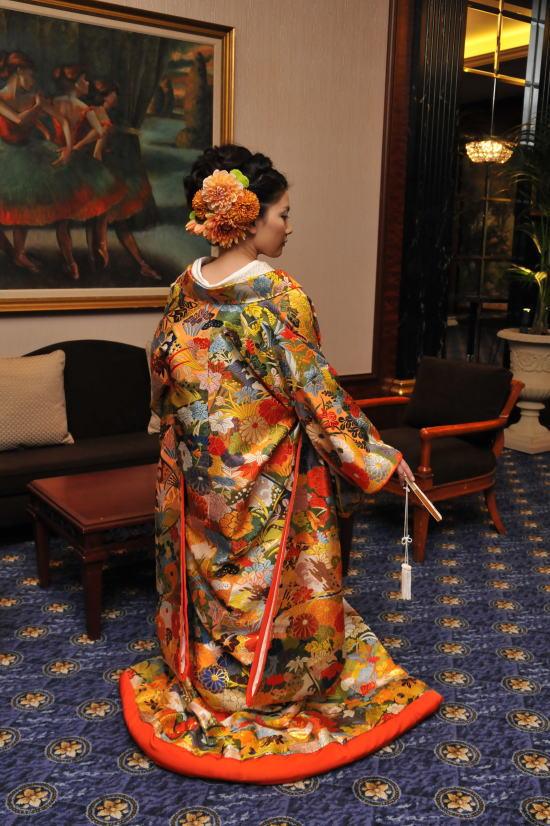 和装の内掛けにあわせる花飾り ウェスティンホテル東京様へ _a0042928_02367.jpg