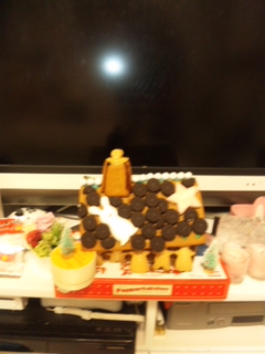 お菓子の家が_e0114246_1936220.jpg