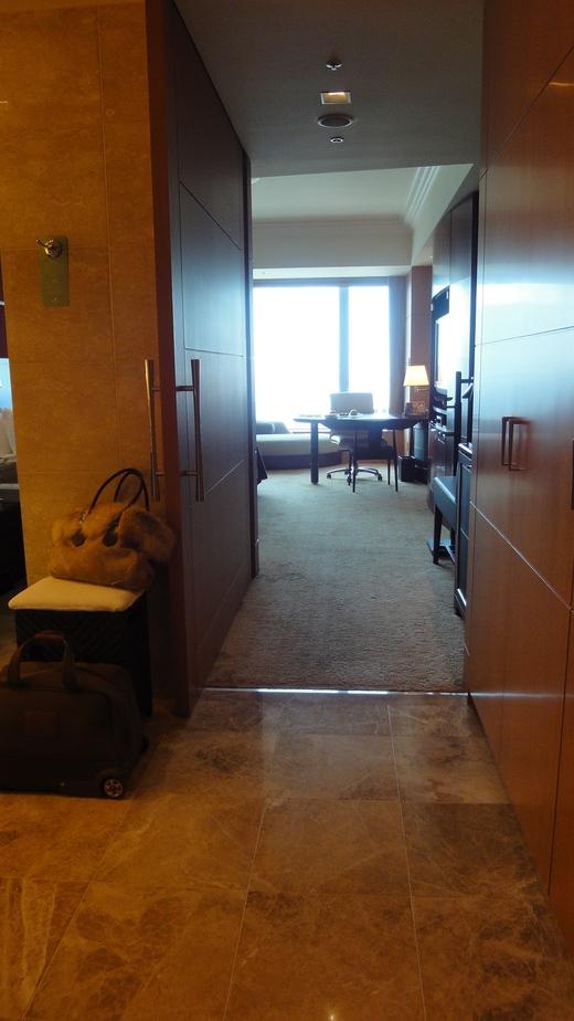 めくるめくプレジデンシャルスイート@シャングリ・ラ ホテル東京 お部屋編_f0215324_0151291.jpg