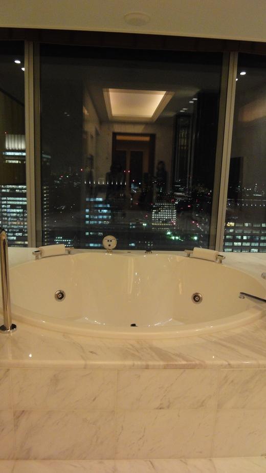 めくるめくプレジデンシャルスイート@シャングリ・ラ ホテル東京 お部屋編_f0215324_2328103.jpg