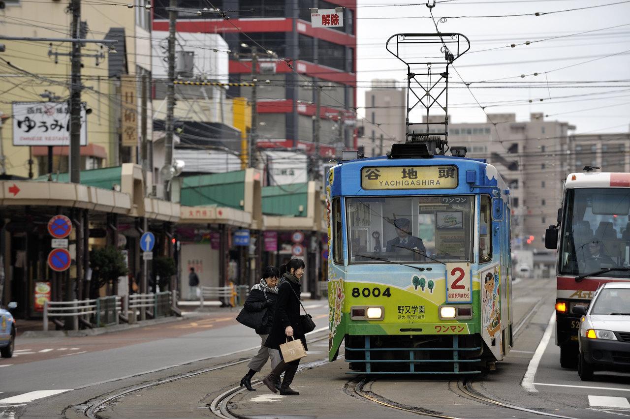 函館駅前にて     ―市電―_e0171886_2212612.jpg