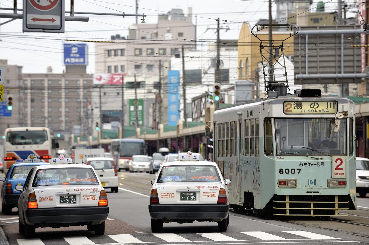 函館駅前にて     ―市電―_e0171886_22204414.jpg