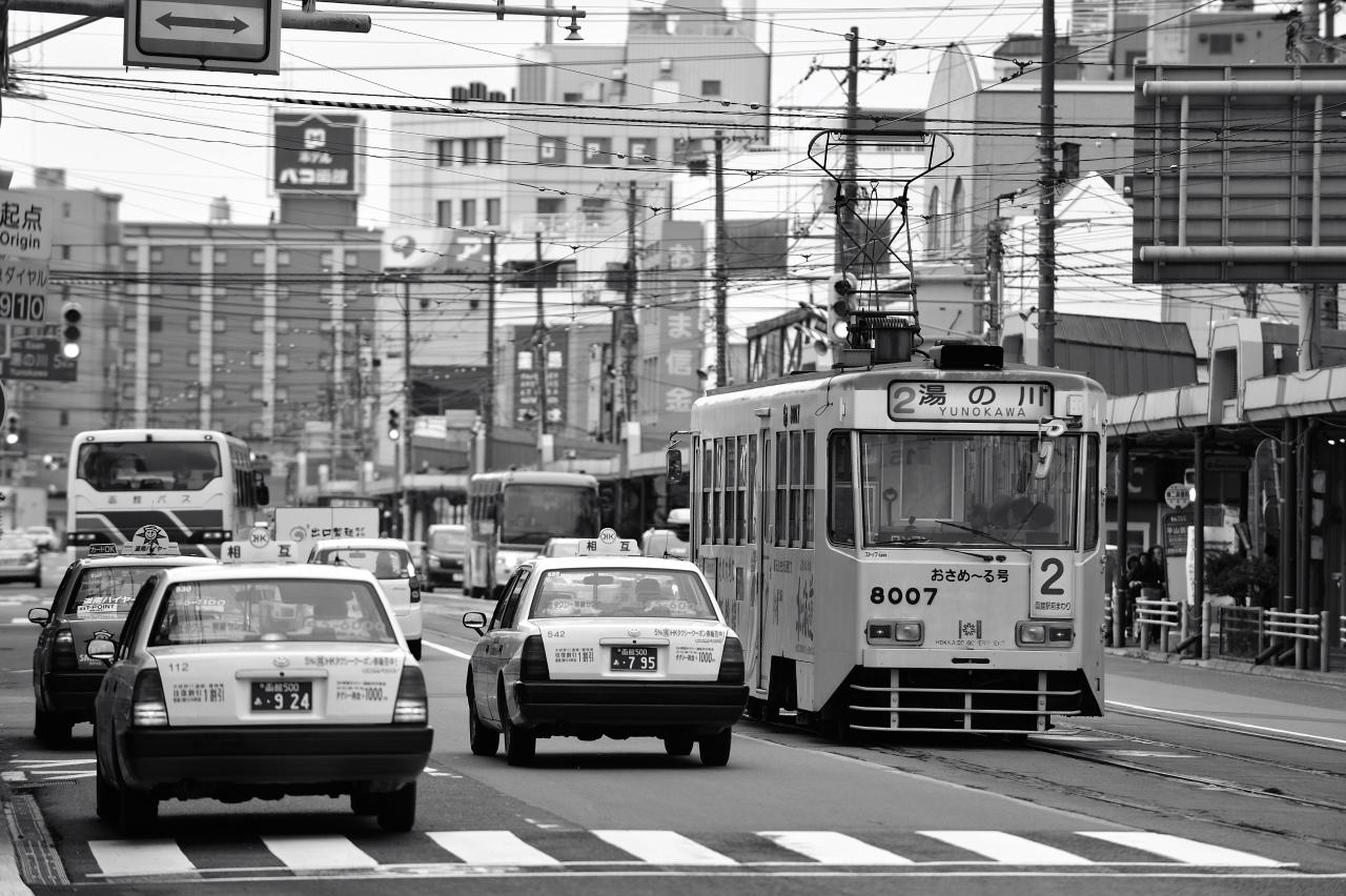 函館駅前にて     ―市電―_e0171886_2221218.jpg