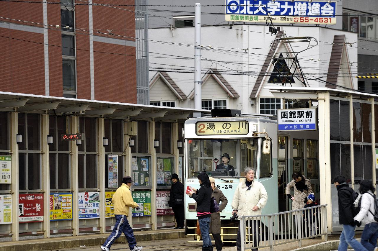 函館駅前にて     ―市電―_e0171886_22252139.jpg