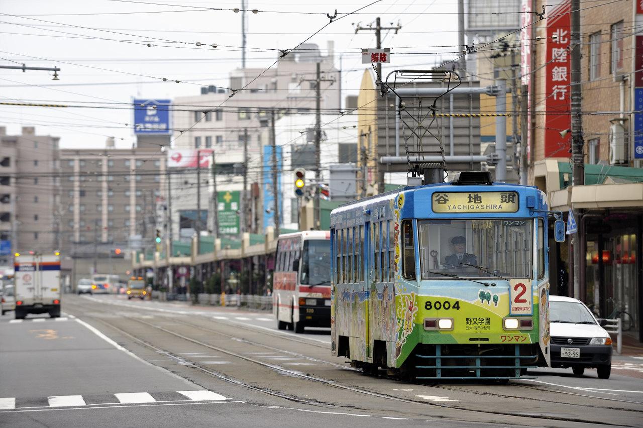 函館駅前にて     ―市電―_e0171886_22253840.jpg