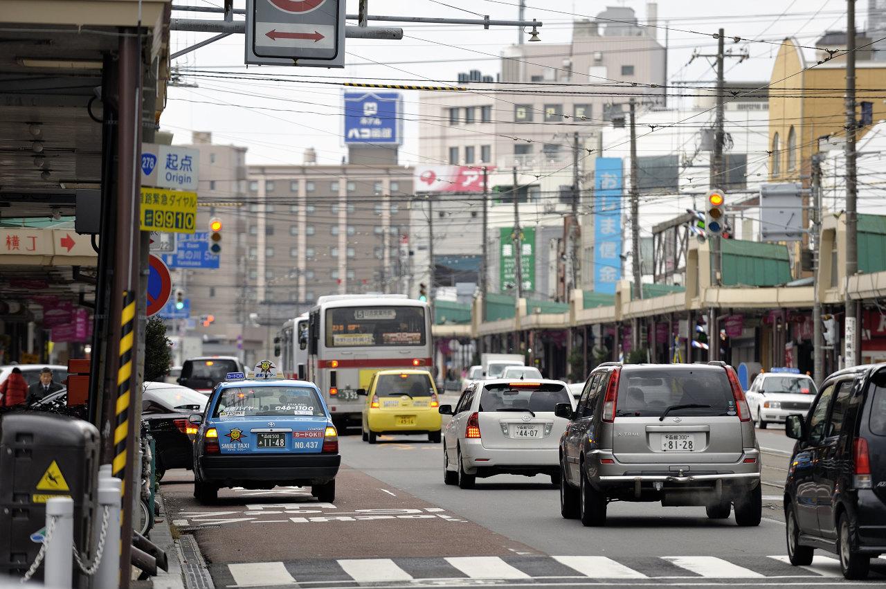 函館駅前にて     ―市電―_e0171886_22255458.jpg