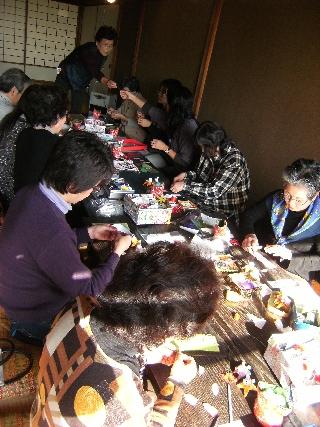 12月7日(火)ちりめん細工教室を行いました!_c0110117_1359018.jpg