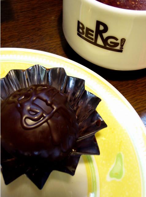 チョコが美味しい季節♪ラムボールとローズヒップティー♪_c0069047_22223325.jpg