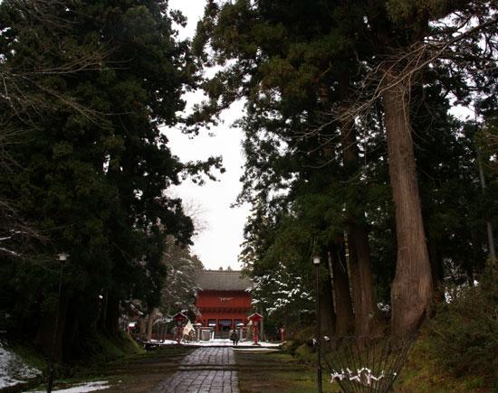 岩木山神社 柱に戯れる狛犬など_a0136293_10321789.jpg