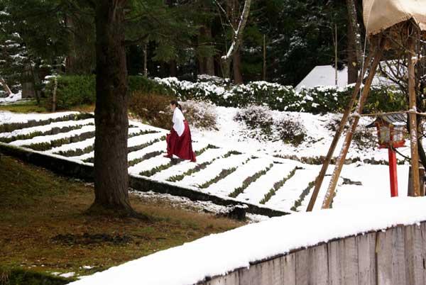 岩木山神社 柱に戯れる狛犬など_a0136293_10324971.jpg