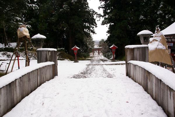 岩木山神社 柱に戯れる狛犬など_a0136293_10331362.jpg