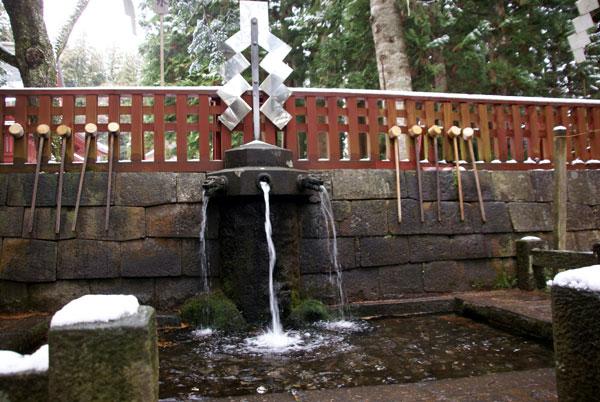 岩木山神社 柱に戯れる狛犬など_a0136293_1035331.jpg