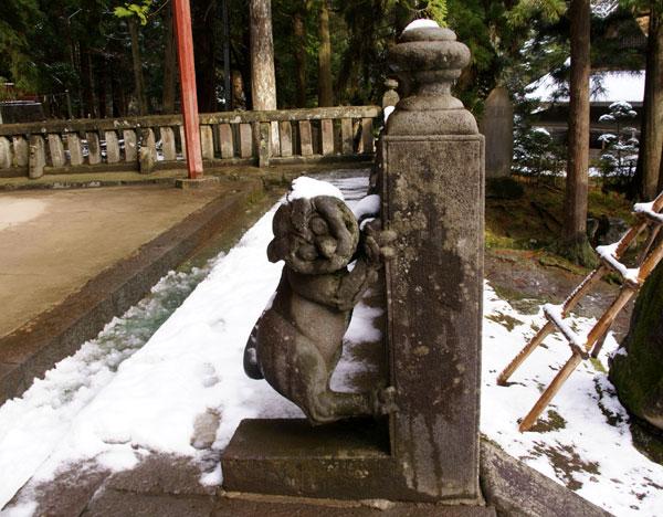 岩木山神社 柱に戯れる狛犬など_a0136293_10593186.jpg