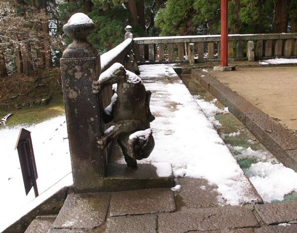 岩木山神社 柱に戯れる狛犬など_a0136293_10595571.jpg