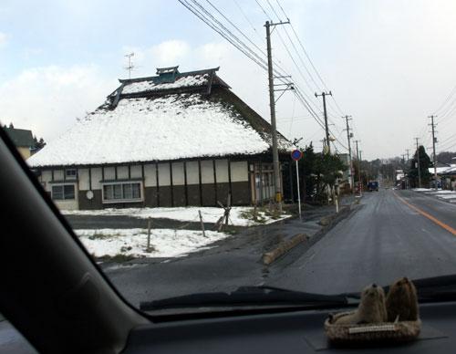 岩木山神社 柱に戯れる狛犬など_a0136293_11101621.jpg