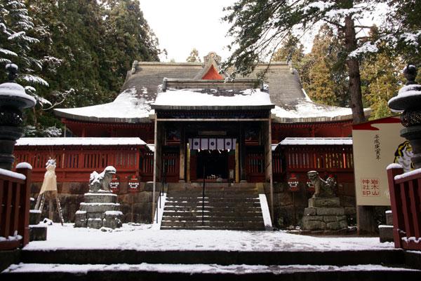 岩木山神社 柱に戯れる狛犬など_a0136293_1112328.jpg