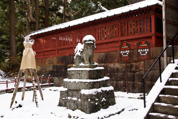岩木山神社 柱に戯れる狛犬など_a0136293_1122810.jpg