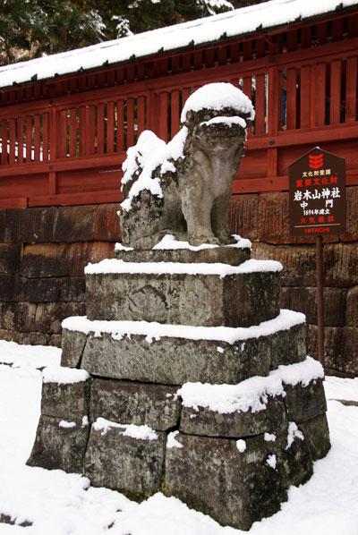 岩木山神社 柱に戯れる狛犬など_a0136293_1125061.jpg