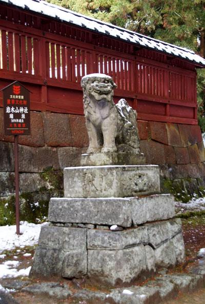 岩木山神社 柱に戯れる狛犬など_a0136293_1131028.jpg