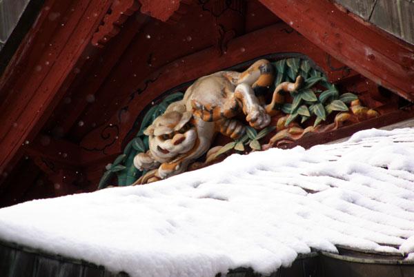 岩木山神社 柱に戯れる狛犬など_a0136293_114857.jpg