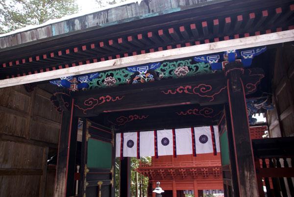 岩木山神社 柱に戯れる狛犬など_a0136293_115380.jpg