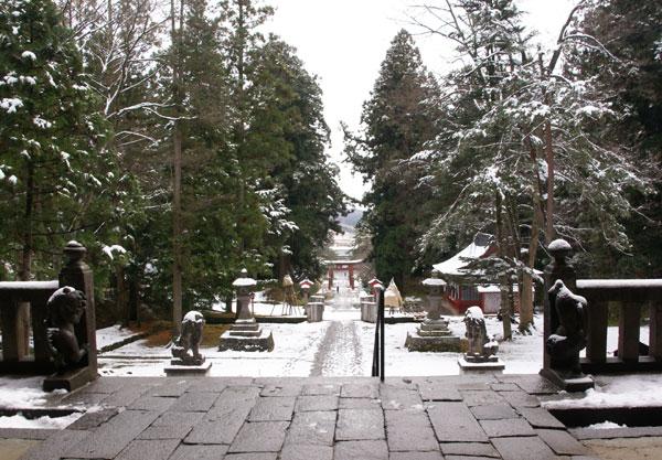 岩木山神社 柱に戯れる狛犬など_a0136293_1164288.jpg