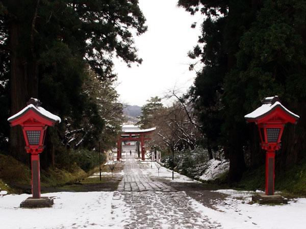 岩木山神社 柱に戯れる狛犬など_a0136293_1172197.jpg