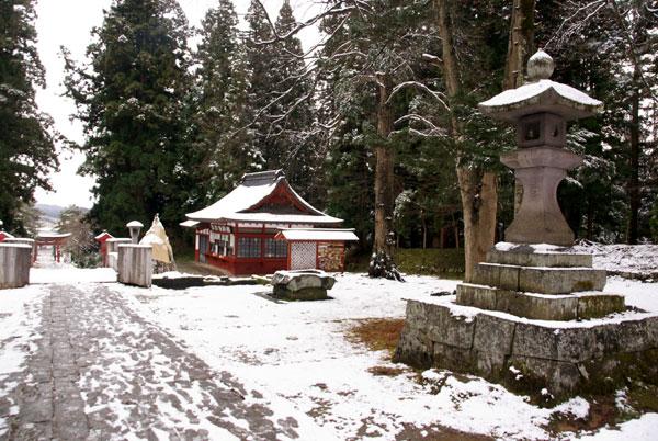 岩木山神社 柱に戯れる狛犬など_a0136293_117230.jpg