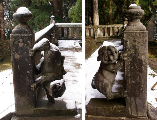 岩木山神社 柱に戯れる狛犬など_a0136293_13283498.jpg