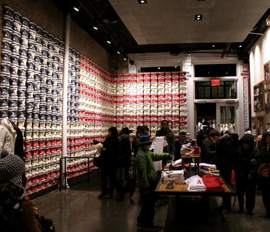 ニューヨークのSoHoにコンバース(Converse)の常設特別店がオープン!!!_b0007805_2341330.jpg