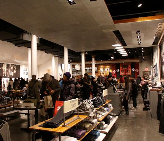 ニューヨークのSoHoにコンバース(Converse)の常設特別店がオープン!!!_b0007805_2582487.jpg