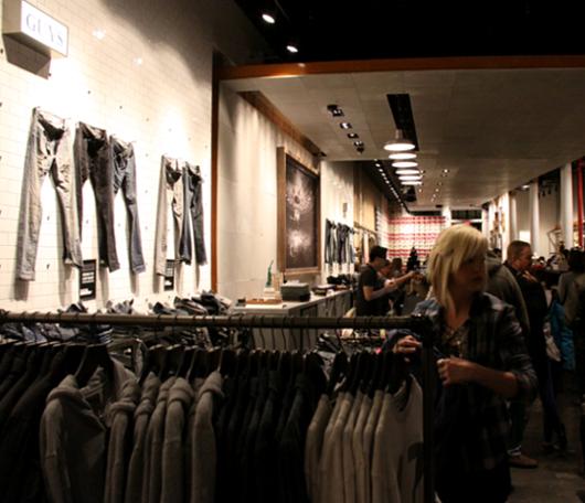 ニューヨークのSoHoにコンバース(Converse)の常設特別店がオープン!!!_b0007805_301161.jpg