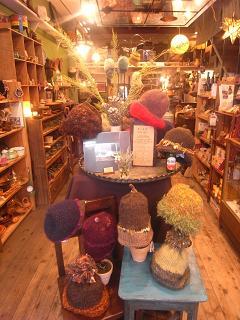 ダーフィー あたたかいもの 黒田真琴 帽子展がはじまりました。_a0077752_17544596.jpg