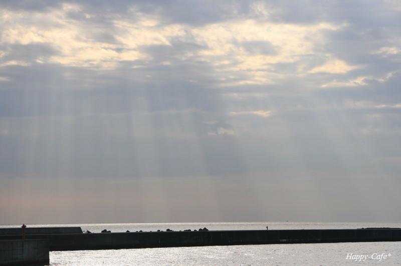 天使の梯子に包まれて・・・ 光を求めて自分探しの旅へ_a0167759_2095213.jpg