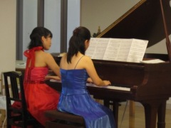 オシャレな連弾!ピアノ・デュオ_d0037159_1652049.jpg