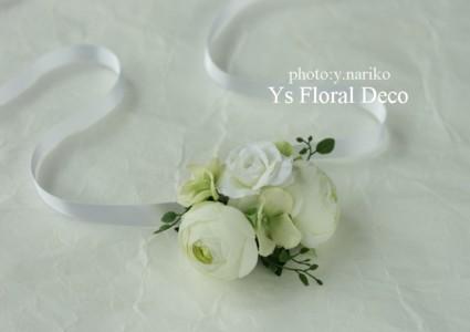 白いお花の花冠&お揃いのリストレット_b0113510_0455710.jpg