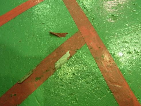 赤いテープが剥げてきました。_d0085634_18105061.jpg