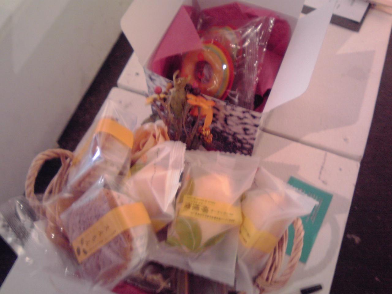 いまならお菓子いっぱいあるよ_e0155231_14543191.jpg