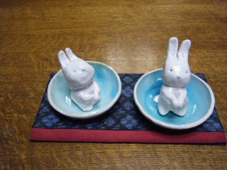 ポットとウサギのお香立て_e0085133_2236115.jpg