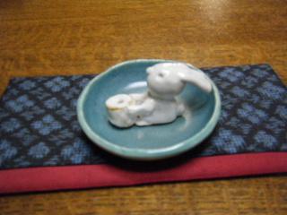 ポットとウサギのお香立て_e0085133_22363733.jpg