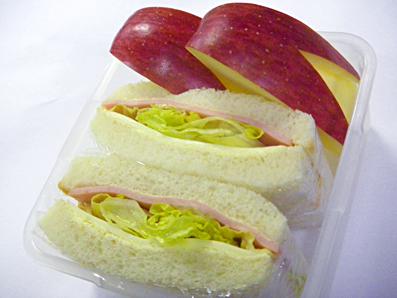 サンドイッチ弁当といいもの買ったで_a0077685_1501796.jpg