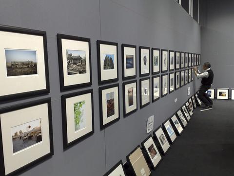 「第14回 写真家達によるチャリティー展」始まります!_a0086851_0483175.jpg