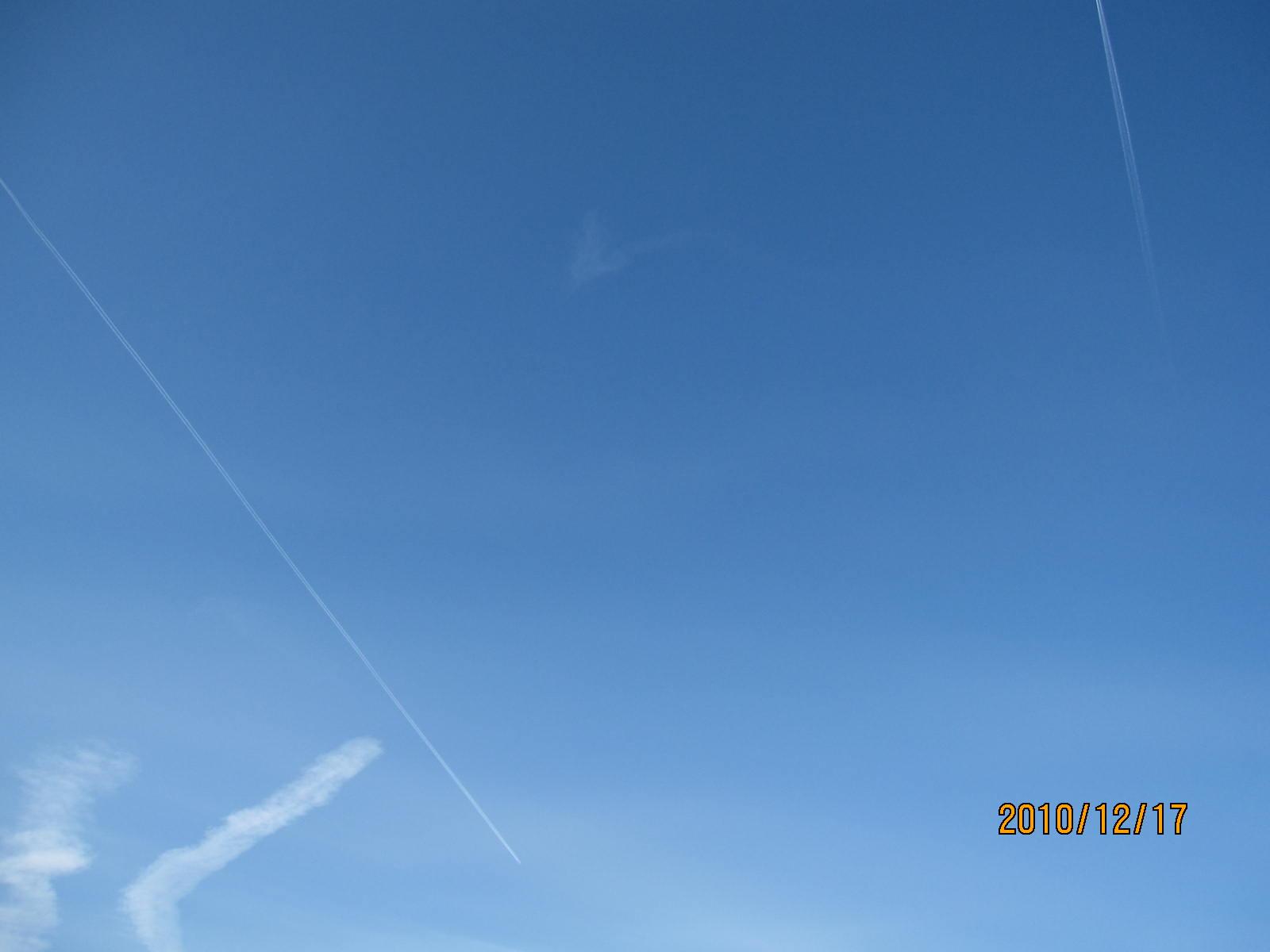 飛行機雲_f0231042_228481.jpg